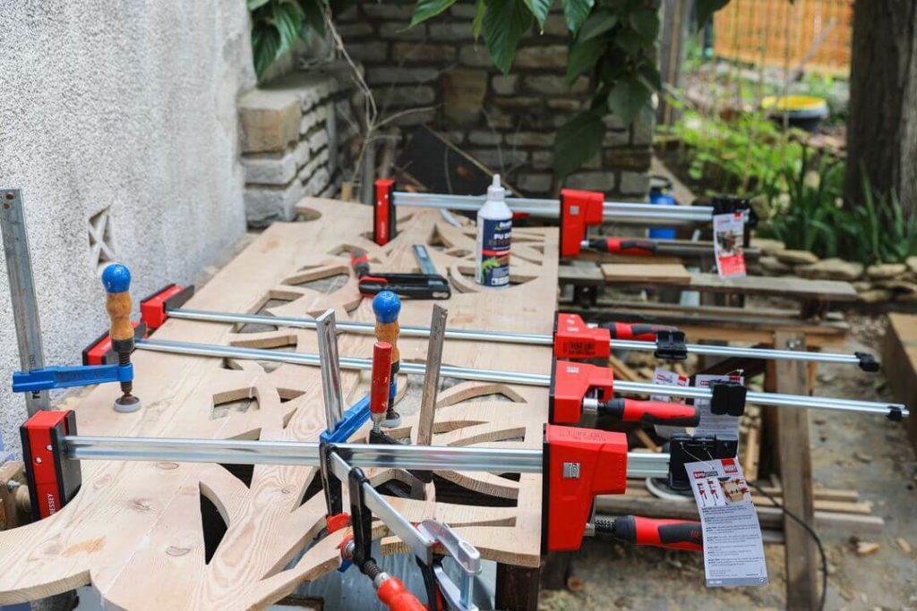 Treille en bois assemblée