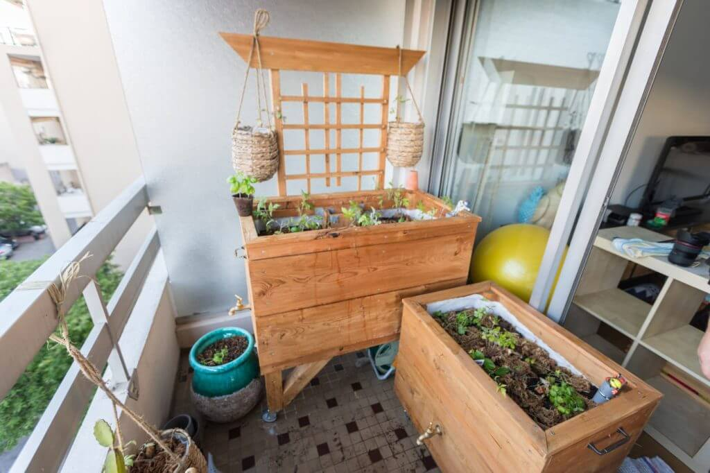 Bac potager et bac aromatique sur balcon